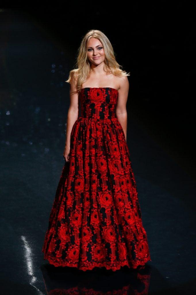Actress Annasophia Robb wears Oscar de la Renta