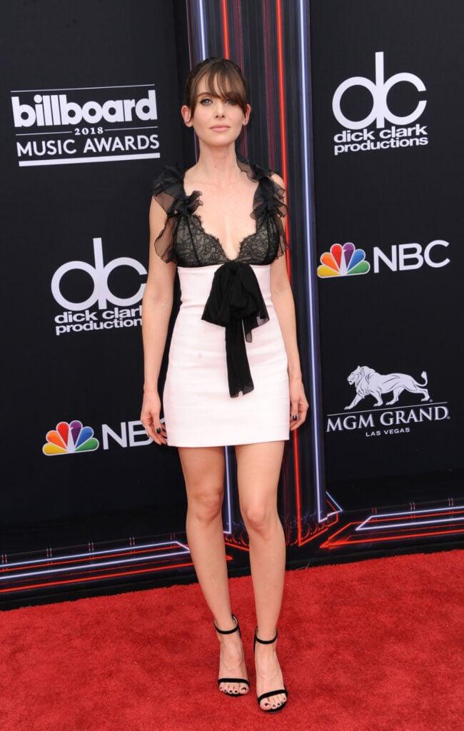 Alison Brie at Billboard Music Awards