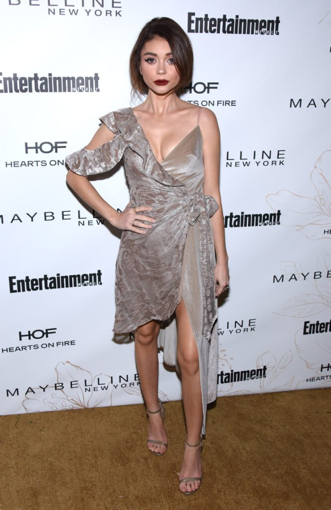 Sarah Hyland arrives for the EW Magazine honors
